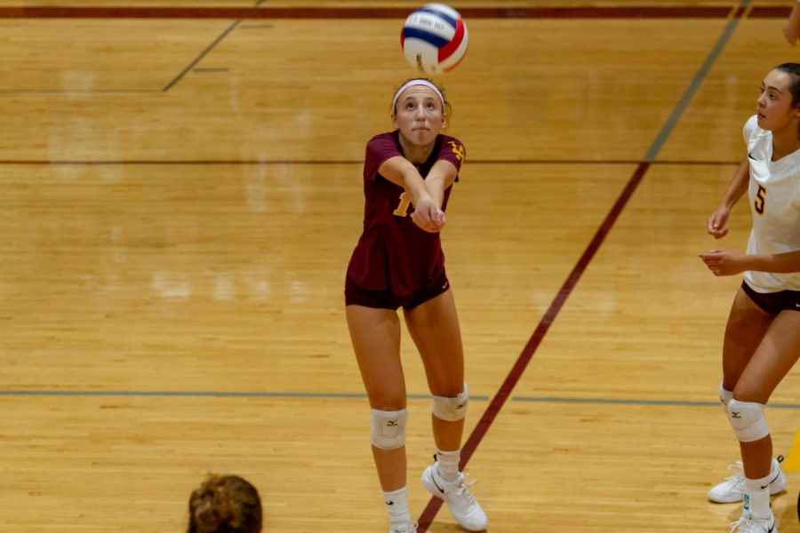Grace+Anello+going+for+the+ball.+She+is+the+libero+for+the+girls+varisty+team.