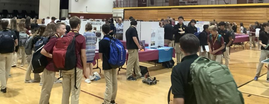 At Tuesdays co-curricular fair in the East Gym, students check out all the fun clubs that Loyola has to offer.