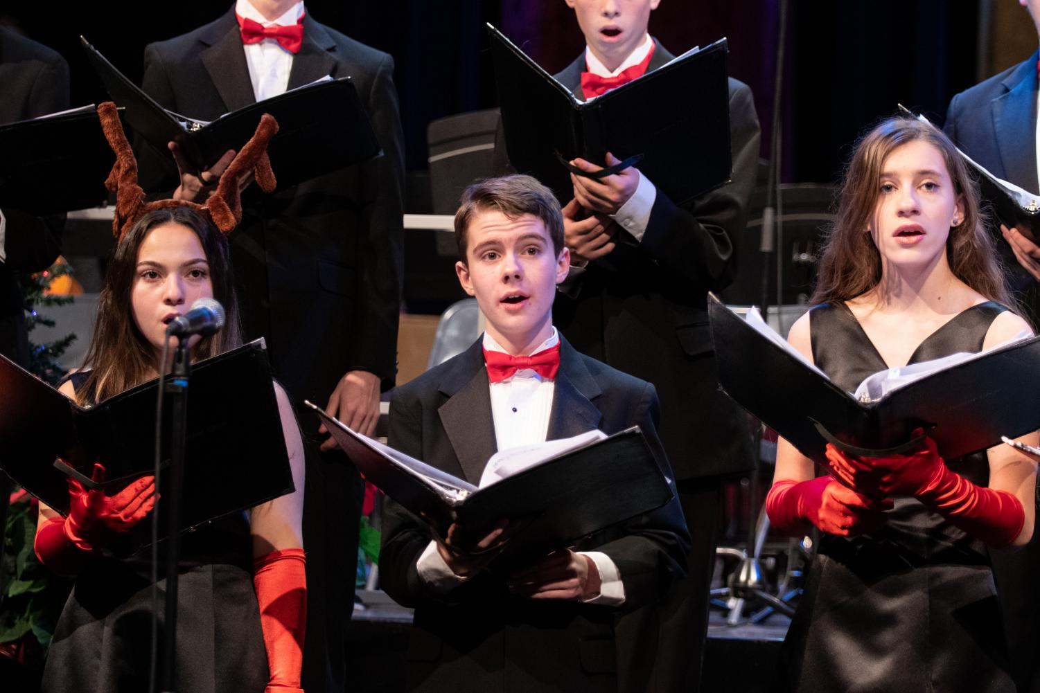 Choir performs Christmas favorites at their recent concert. The many performing groups of Loyola will put on a concert full of Christmas cheer for the faculty, staff, and students on Friday, December 13.