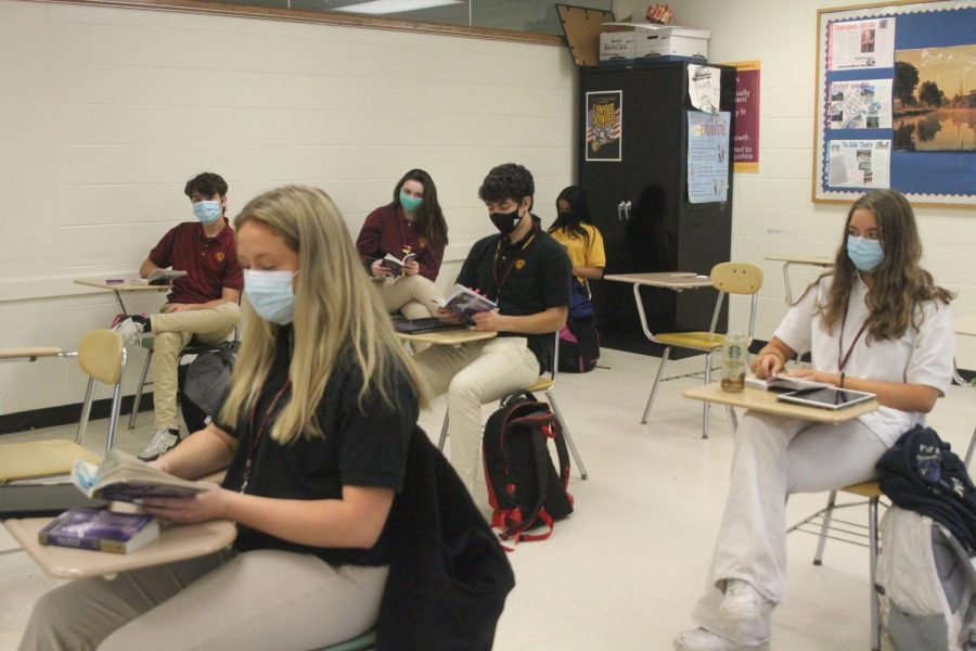 Students distance and wear masks to stay safe during the Covid epidemic. Loyola leaders work hard to ensure the communitys safety.